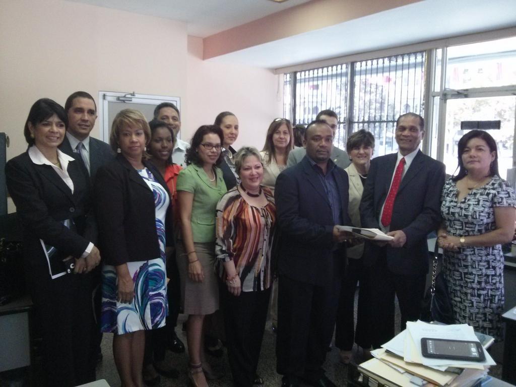 En la Oficina de participación ciudadana de la Asamblea presentando proyecto de ley de Carrera y de Justicia de Paz.